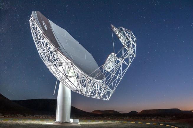 L'Afrique du Sud  lance le télescope radio MeerKAT