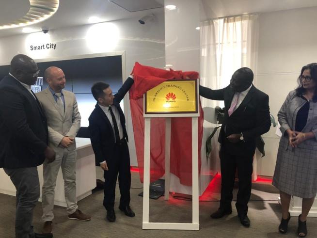 Ghana: Huawei lance un centre de formation aux TIC