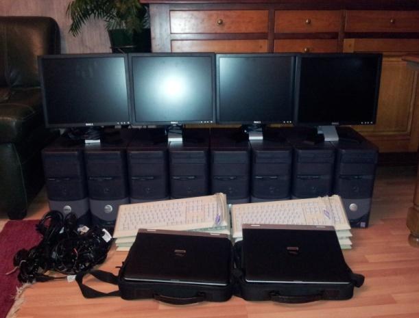 Angola : le secrétaire d'Etat aux Technologies de l'information fait un don de matériel informatique aux élèves.