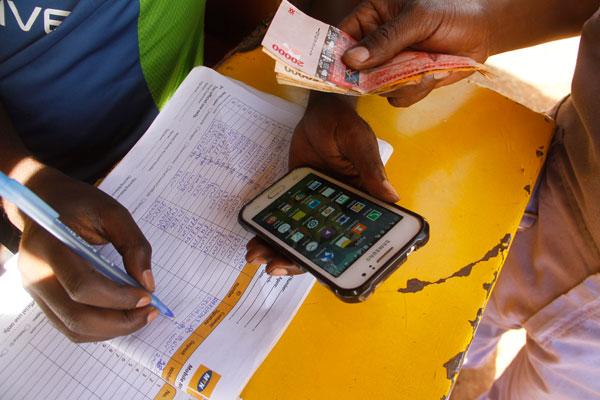 Zimbabwe : les transactions d'argent mobile chutent de 23%