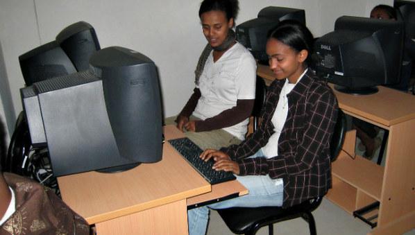 Afrique: L'UIT encourage les carrières des jeunes filles dans les TIC