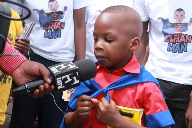 Tanzanie: Un garçon de 6 ans crée un jeu mobile