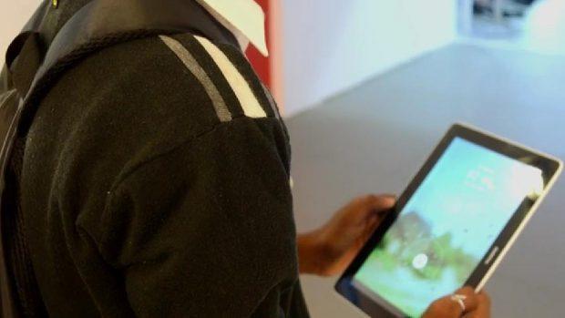 Ile Maurice: des tablettes tactiles offertes aux élèves autrement capables