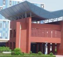 Sénégal: 150 étudiants en médecine de l'UCAD dotés de tablettes numériques